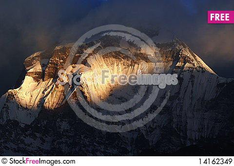 Free Sunrise Of  Dhaulagiri, Nepal Royalty Free Stock Images - 14162349