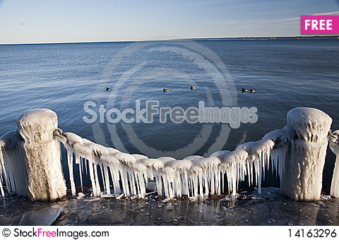 Free Icy Chain By The Lake Royalty Free Stock Image - 14163296