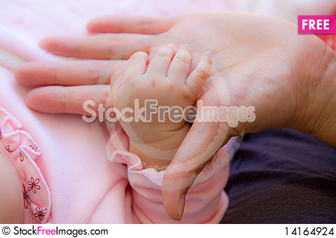 Free Baby S Hand And Mommy S Hand Stock Images - 14164924