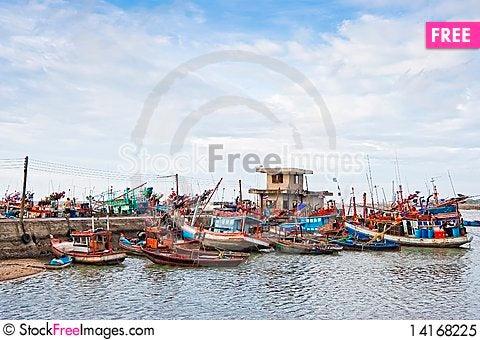 Free Pier Fishing Royalty Free Stock Photo - 14168225