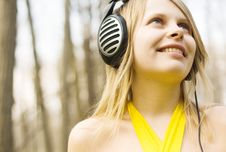 Blond Woman Smiling Listening Music In Headphones Royalty Free Stock Photos