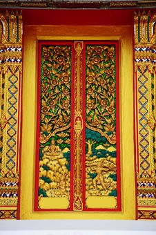 Free Gold Carve Door Temple Thailand Royalty Free Stock Image - 14169126