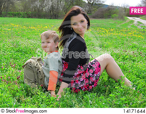 Free Mum And The Son On A Walk Stock Images - 14171644