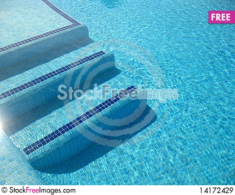 Free Enter Clear Water Royalty Free Stock Images - 14172429