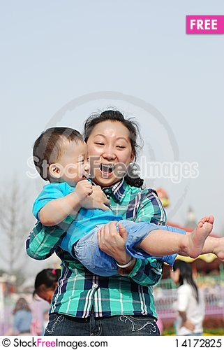 Free Yong Mother And Little Kid Royalty Free Stock Photo - 14172825