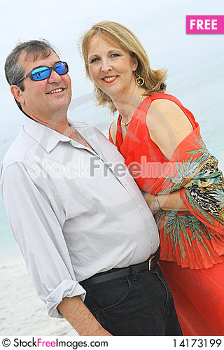 Free Gorgeous Couple On The Beach Vertical Royalty Free Stock Images - 14173199