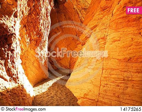 Free Narrow Canyon Royalty Free Stock Photo - 14175265