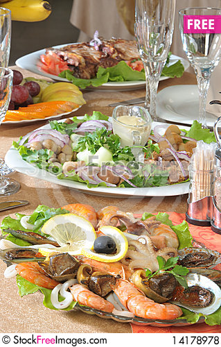 Free Restaurant Appetizers Royalty Free Stock Photos - 14178978