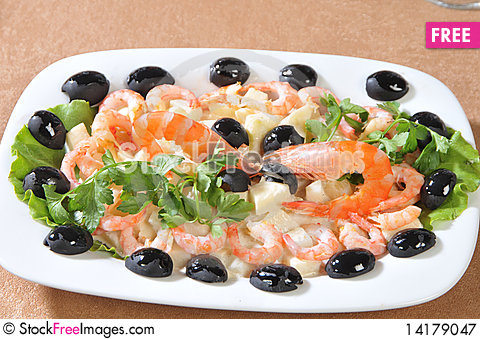 Free Shrimp With Pineapple Slices Royalty Free Stock Photography - 14179047