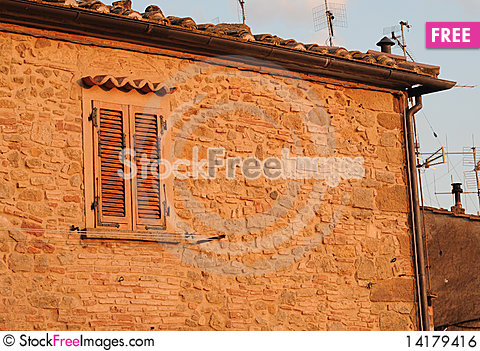 Free Italian House With Antennas In The Evening Sun Royalty Free Stock Image - 14179416