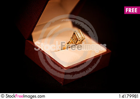 Free Ring In A Case Stock Image - 14179981