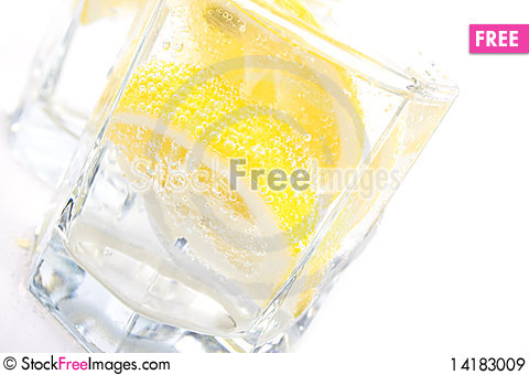 Free Soda Water And Lemon Slices Royalty Free Stock Images - 14183009