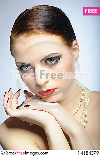 Free Young Beauty Female Face With Red Shiny Lips Royalty Free Stock Images - 14184379