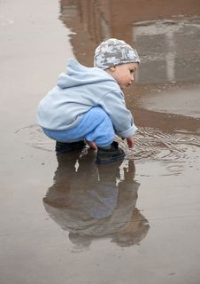 Free Child In A Puddle Royalty Free Stock Images - 14184979