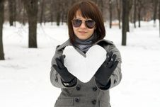 Free Girl Holding An Ice Heart Royalty Free Stock Images - 14187279