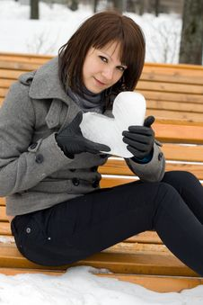 Free Girl Holding An Ice Heart Royalty Free Stock Images - 14187359
