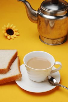 Free Milky Tea With Bread Stock Photography - 14188322