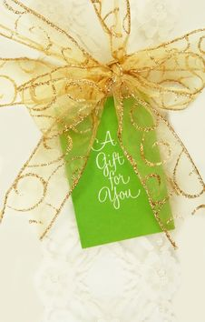 Free Gold Bow With Gift Tag Royalty Free Stock Photos - 14192698