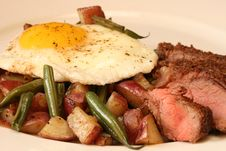 Free Potato And Green Bean Hash With Sirloin Steak Royalty Free Stock Images - 14193869