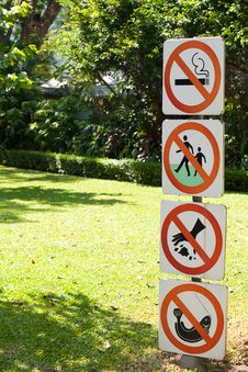 Free Warning Sign In The Garden Royalty Free Stock Photo - 14194325