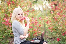 Beautiful Business Woman With The Laptop Royalty Free Stock Images