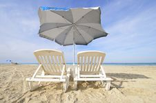 Free Chairs And Umbrella On Tropical Cuban Beach Royalty Free Stock Photography - 14195137