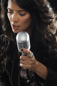 Free Young Female Singer With Retro Mic Royalty Free Stock Photos - 14195168