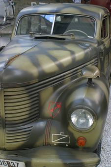 Free Vintage Military Car Royalty Free Stock Images - 1422399