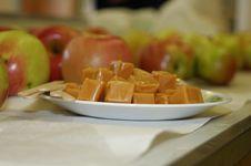 Free Preparing Caramel Apples Royalty Free Stock Images - 1423599