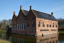 Free Old Medieval Mansion With Water Defence Royalty Free Stock Images - 14200429