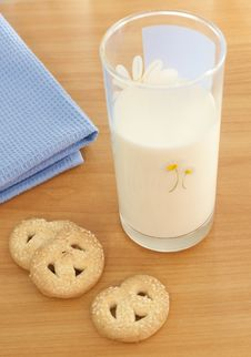 Free Milk And Cookies Royalty Free Stock Image - 14206406