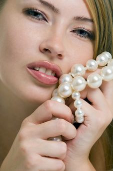 Free Blond Woman With A Pearl Necklace Stock Images - 14210134