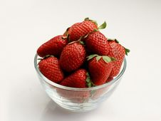 A Bowl Of Strawberries Royalty Free Stock Photos