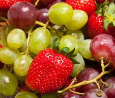 Fresh Strawberries And Grapes Royalty Free Stock Photos