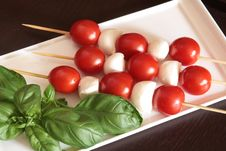 Free Cherry Tomatoes And Mozzarella On Skewers Royalty Free Stock Photos - 14215558
