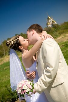 Free Kiss Of Bride And Groom Stock Photography - 14215722