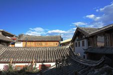 Free Old Town Of Lijiang And The Blue Sky Stock Photography - 14216452