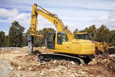 Bulldozer Digging Earth Royalty Free Stock Photography