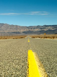Free Desert Road Through Death Valley National Park Stock Photos - 14237003