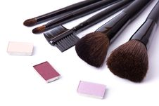 Brushes To Make-up And Eye Shadow Royalty Free Stock Photos