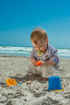Free Child On A Beach Royalty Free Stock Image - 14242086