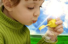 Free The Girl Inflating Soap Bubbles Royalty Free Stock Photography - 14243887