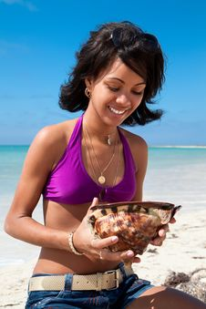 Caribbean Woman Holding A Conch Shell Royalty Free Stock Image