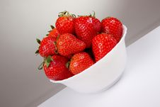 Free Strawberry On A Plate Stock Photo - 14249690