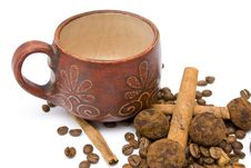 Free Cup And Coffee Beans On The White Background Royalty Free Stock Photography - 14251397