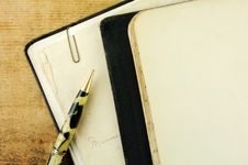 Free Vintage Notebook And Pen Stock Photo - 14251440