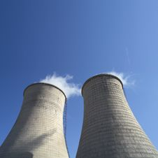 Free Cooling Towers Royalty Free Stock Images - 14252229