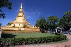 Mimetic Gold Pagoda With Blue Sky Stock Photography