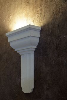 Free Lamp On A Claret Wall. Stock Images - 14256624