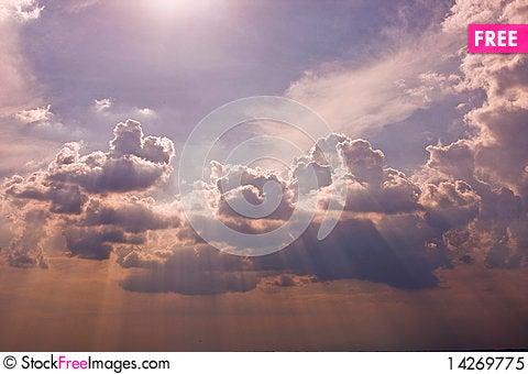Free Sun Rays Royalty Free Stock Photo - 14269775
